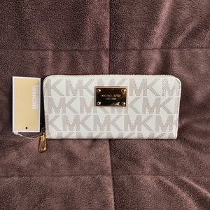 NWT Michael Kors Signature Continental Wallet